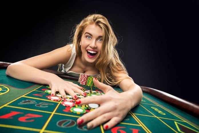 playing roulette girl win