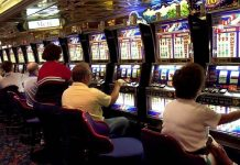 Gamblers ignore new warning signs on Canadian slot machines