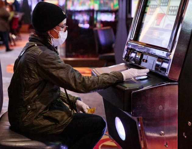 casino surgical mask robbery